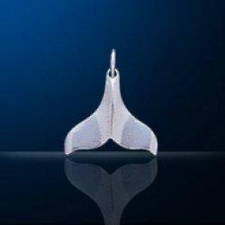 画像1: ペンダントトップ  クジラ尾